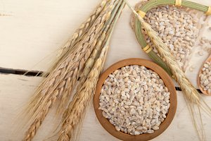 organic barley grains