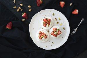 Pistachio pavlova meringue cakes