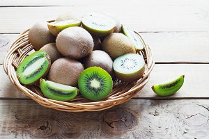 kiwi fruit in a wicker basket