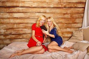 Sisters. Social networks, selfie