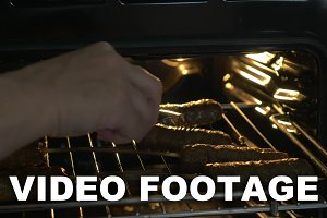 Cooking meat dish in the oven