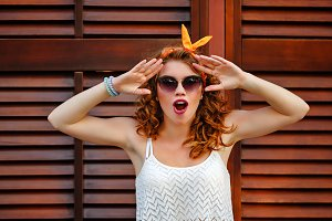 Pin-up girl in sunglasses surprised.