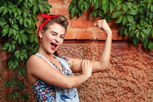 Pin-up girl show bicep