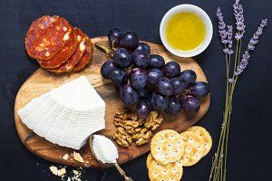 ricotta cheese, crackers, grapes
