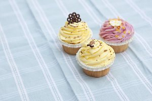 Yellow and pink icing cupcakes