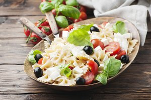 Salad with cold pasta