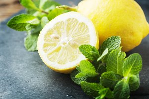 Sweet lemons and green mint