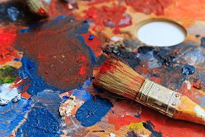 Oil paint and brush artist