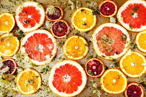 Juicy red oranges and grapefruits