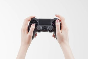 Playing PS4 whit black controller