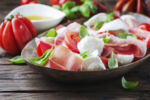 Salad caprese with ham