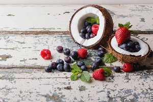Coconut with Berries and Mint