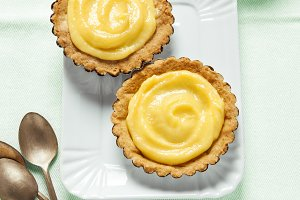 mini tart. and lemon Kurd.