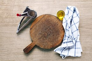 empty chopping board