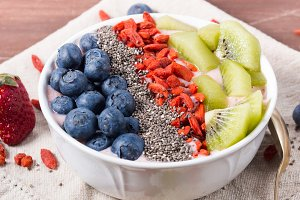 Yogurt with fruit, chia and goji