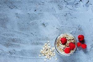 Oat flakes and raspberries