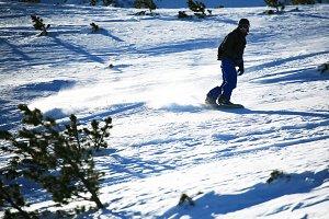 Freeride snowboarder