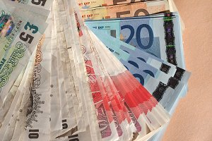 Euro and Pounds notes