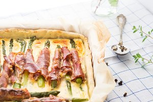 Savory pie with asparagus