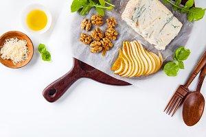 hors doeuvres with gorgonzola