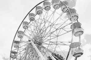Ferris wheel white grey tone