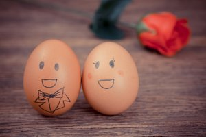 Love couple funny face eggs