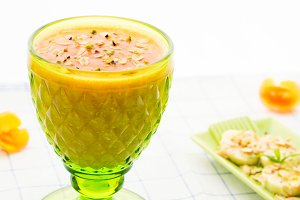 Melon smoothie with banana and oats