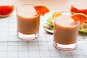 Grapefruit smoothie with banana, oats and tofu