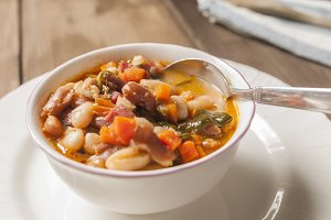 Stew of white beans and pinto beans