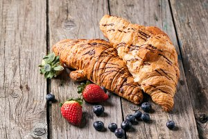 Croissant and berries