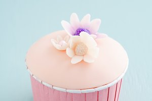 Cupcake with sugarflowers