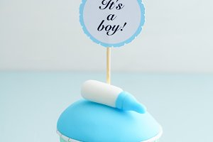 Baby shower boy cupcake