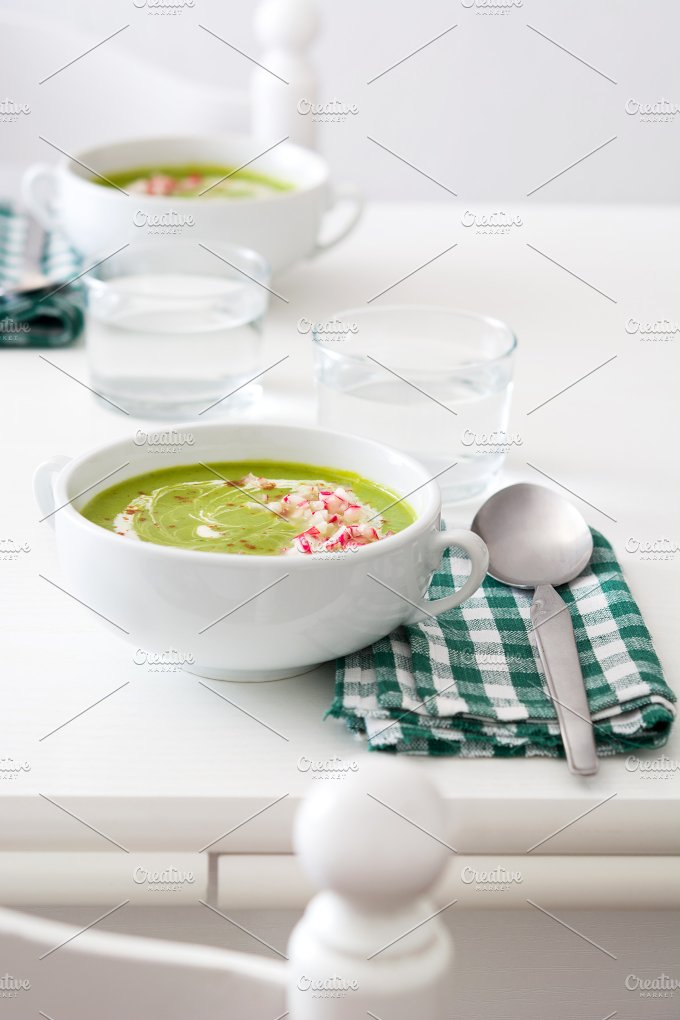 Pea cream with radishes - Food & Drink
