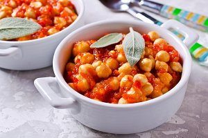 Chickpeas cooked with  sauce