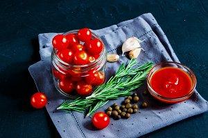 Cooking cherry tomato sauce