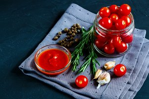 Cooking cherry tomato sauce