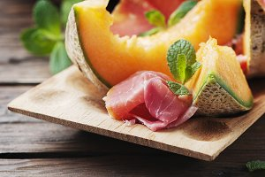 Sweet melon with ham