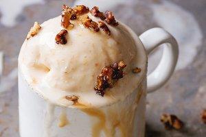Caramel Ice cream with sauce