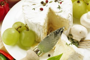 cheese with grape and vegetables