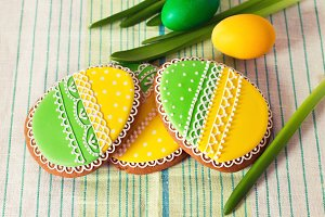 Easter homemade gingerbread cookie and eggs over napkin