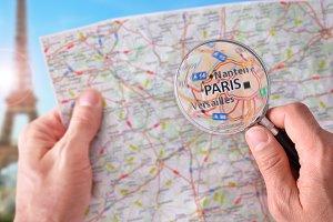 Man consulting map of Paris