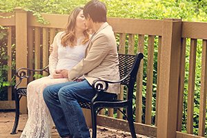 Kiss on the bench