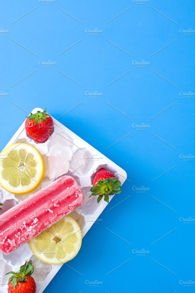 Strawberry popsicle. Blue background - Food & Drink