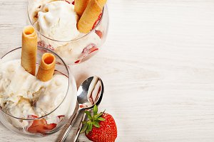 Vanilla ice cream with strawberries in glass
