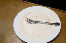 Finish to eat and put fork on a plate