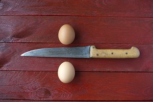 Raw eggs and knife