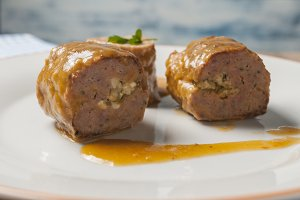Minced meat rolls stuffed