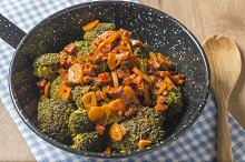 Broccoli with pepper sauce