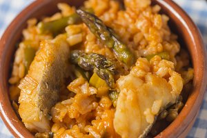 Cod rice with asparagus