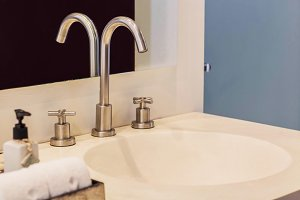 Faucet with Sink in bathroom.
